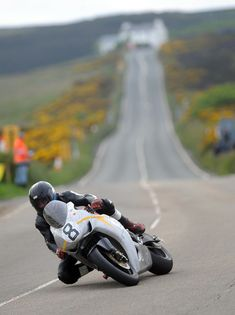 Isle of Man TT – Real Roads for Real Men : RaceRevo (Kate's Cottage in the background)