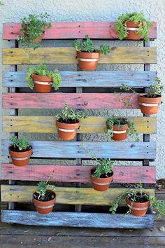 Afbeeldingsresultaat voor pallet staircase outdoor with plants Herb Garden Pallet, Diy Herb Garden, Pallets Garden, Palette Planter, Vegetable Planter Boxes, Imagen Natural, Pallet Art, Diy Pallet, Pallet Wood