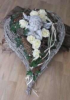Grave arrangement, grave decoration, All Saints Day, Sunday of the Dead, gesture … – World of Flowers Grave Flowers, Funeral Flowers, Arte Floral, Cemetery Decorations, Wood Wreath, Funeral Flower Arrangements, Memorial Flowers, All Saints Day, Sympathy Flowers
