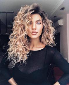 Medium Hair Cuts, Medium Hair Styles, Natural Hair Styles, Short Hair Styles, Medium Length Hair Curled, Loose Curls Medium Length Hair, Blonde Curly Hair Natural, Long Layered Curly Hair, Long Natural Curls