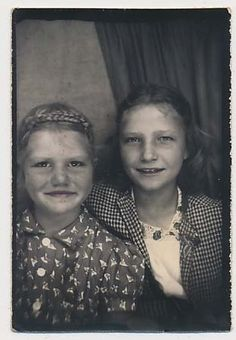 ** Vintage Photo Booth Picture ** Young Dust Bowl Girls
