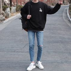 These best casual shirts for men will help you upgrade your wardrobe without breaking the bank. Every man should want to look better. Korean Fashion Summer, Korean Fashion Men, Mens Fashion, Street Fashion, Streetwear Mode, Streetwear Fashion, Moda Indie, Stylish Mens Outfits, Hipster Outfits Men