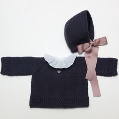 Baby girl cardigan and hat Knit Baby Girl Fashion, Kids Fashion, Kids Wardrobe, Stylish Kids, Baby Sweaters, Little Girl Dresses, Baby Sewing, Kids Wear, Baby Knitting