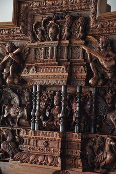 ideas wooden family tree home Family Tree Wall Decor, Family Tree Photo, Wood Wall Decor, Photo Tree, Indian Doors, Pooja Room Design, Main Door Design, Wooden Art, Wooden Walls