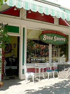 Taylor's Soda Shoppe in Stars Hollow.