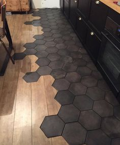 wood tile floor Bodenfliese In Der Kche Wood Design Küchen Design, Floor Design, Tile Design, Design Blogs, Design Ideas, Transition Flooring, Tile To Wood Transition, Hexagon Tiles, Honeycomb Tile
