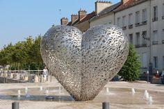 Le coeur de Troyes est une oeuvre commune du couple d'artistes Michèle et Thierry Kayo-Houël