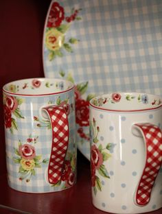Checks, gingham, cottage, dishes