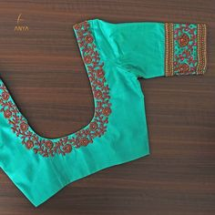 Simple yet elegant this blouse is designed with antique bead antique zardosi kundhan and gold bead. Traditional Blouse Designs, Simple Blouse Designs, Stylish Blouse Design, Fancy Blouse Designs, Blouse Neck Designs, Kerala Saree Blouse Designs, Wedding Saree Blouse Designs, Wedding Blouses, Wedding Sarees