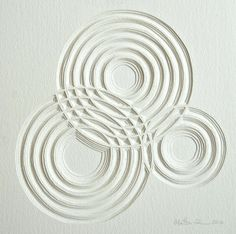 Tri-Circles - for Patterns/Shapes. could represent lots of mediums for recorded music. Shows record grooves. Motifs Textiles, Paper Art, Paper Crafts, Paper Cutting, Cut Paper, Geometric Art, Textures Patterns, Sculpture Art, Pattern Design