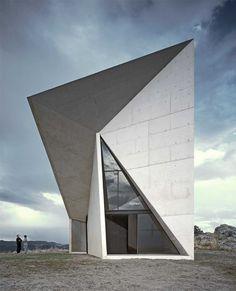 Uma singular e expressiva capela desenhada por Sancho-Madridejos Architecture em Almadén, Espanha.
