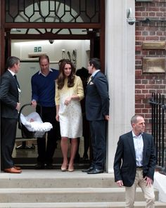 Kate Middleton Photos - Prince William and Prince George Arrive at the Lindo Wing - Zimbio