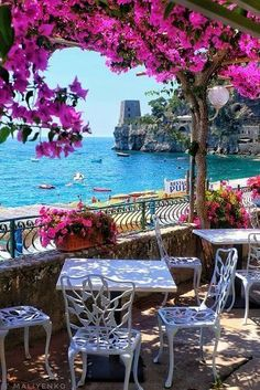 Best Honeymoon Destination Destinations in Italy ★ Honeymoon in Italy Positano Cafe View Best Honeymoon Destinations, Italy Honeymoon, Vacation Places, Amazing Destinations, Dream Vacations, Vacation Spots, Travel Destinations, Honeymoon Ideas, Romantic Vacations