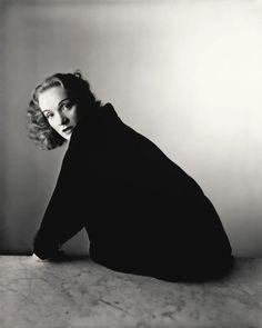 Marlene Dietrich, New York, 1948 Irving Penn. © The Irving Penn Foundation Richard Avedon, Marlene Dietrich, Irving Penn Portrait, Vogue Cover, Portrait Photography, Fashion Photography, Photography Magazine, Editorial Photography, Classic Photography