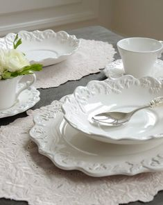 Queen Ann: Trianon blanc Trianon soup plate - Purchase now to accumulate reedemable points! Shabby Chic Dining Room, Elegant Table Settings, White Dinnerware, Soup Plating, White Dishes, Le Diner, Jewelry Dish, Plates And Bowls, Dinner Sets