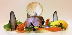 PIATTI d'AUTORE. Filetto di vitello in crosta d'aglio nero fermentato servito nell'orto