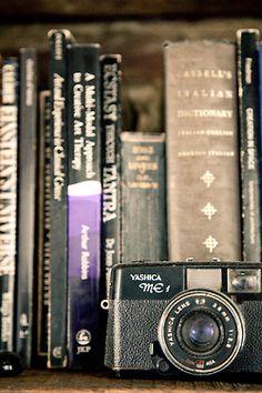 Libros + Camara Yashica me1