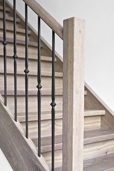 I really love this attractive photo Staircase Railing Design, Interior Stair Railing, Wrought Iron Staircase, Indoor Railing, Flooring For Stairs, Building Stairs, Staircase Remodel, Banisters, House Stairs