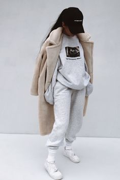 fall outfits 2019 trends : Visit for more womens athleisure outfits, summer athletic fashion, spring sports style inspo, cheap workout clothes sale, affordable Legging Outfits, Leggings Outfit Fall, Athleisure Outfits, Outfits With Sweatpants, Sweatshirt Outfit, Sweats Outfit, Winter Leggings, Adidas Outfit, Chill Outfits
