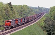 An eastbound, headed by 5511, 5041 & 5517, none of which are dynamic brake equipped, slips down the escarpment from Copetown, with nary a whisp of brakeshoe smoke.
