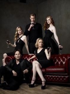 New outtake from the True Blood season 4 promo shoot (HQ) Studio Family Portraits, Family Portrait Poses, Family Posing, True Blood Season 4, Alexander Skarsgard True Blood, Family Photography, Group Photography Poses, Group Poses, Group Shots