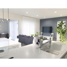 アクセントクロスをお部屋別にご紹介♪色々なテイストのインテリアを楽しもう♡ | folk Living Room Designs, Living Room Decor, Interior Color Schemes, Kitchen Room Design, Ceiling Design, Colorful Interiors, House Plans, Sweet Home, House Design