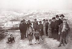 1925. Un día en el Castillo de Santa Bárbara. Al fondo, la Plaza de Toros y Campoamor (AMA. Colección Senante-Lamaignere)