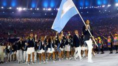 La delegación argentina desfiló en el estadio Maracaná (Reuters)