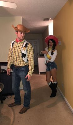 Couples Halloween Costumes to make you both look like the Superstars of the party - Hike n Dip - - Thinking about fresh Halloween costumes for couples? Why not check out some really cool Couples Halloween Costumes right here. I bet you'll love them. Cool Couple Halloween Costumes, Diy Couples Costumes, Diy Costumes, Halloween Halloween, Halloween College, Disney Couple Costumes, Halloween Recipe, Halloween Makeup, Halloween Office