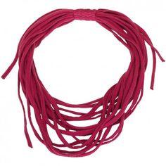 Die Spaghetti-Kette mit pinken und grauen Streifen von Tanja Hartmann´s Label Erste Sahne ist das perfekte Accessoire, wenn du es gerne so richtig kuschelig am Hals hast. Eine tolle Mischung aus Schal und Kette. Handgefertigt mit Leidenschaft.