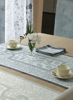 LE JACQUARD FRANÇAIS, fabrics for the table, kitchen and bathroom.