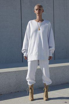 Yeezy Spring 2017 Ready-to-Wear Fashion Show - Braina Laviena - New York Fashion Week Spring Summer 2017 - Bxy Frey Adidas Nmd_r1, Adidas Cap, Adidas Women, Adidas Shoes, Fashion Week, Look Fashion, Moda Kanye West, Yeezy Season 4, Kanye Yeezy