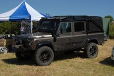 I want a landrover defender so bad. A defender 90 to be exact!!!
