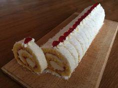Pomerne jednoduchý recept na roládu, ktorý využijete aj s inými ingredienciami. Kokosová roláda, recepty, Zákusky | Tortyodmamy.sk Czech Desserts, Cupcake Cakes, Cupcakes, Kolaci I Torte, Desert Recipes, Food Hacks, Vanilla Cake, Baked Goods, Baking Recipes