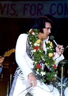 Elvis on stage in Ja