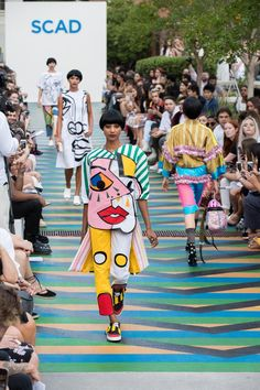 A look from the 2017 SCAD Fashion Show. Photo: Courtesy of SCAD. Source by zyggosaelen clothing show Pop Art Fashion, Quirky Fashion, Fashion 2017, Runway Fashion, Trendy Fashion, Fashion Show, Fashion Design, Fashion Trends, Fashion Mode