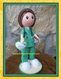 fofubroche enfermera - Buscar con Google Foam Crafts, Arts And Crafts, Diy Crafts, Kool Kids, Biscuit, Quilling 3d, Doll Hair, Felt Dolls, Clay Pots