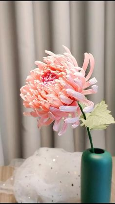Paper Flower Tutorial, How To Make Paper Flowers, Tissue Paper Flowers, Paper Roses, Diy Flowers, Rolled Paper Flowers, Paper Roll Crafts, Paper Crafts Origami, Flower Crafts