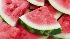 Rundum schön und fit: Das Beauty-Geheimnis Wassermelone. Das kugelrunde Kürbisgewächs ist in Sachen Beauty und Gesundheit ein wahrer Alleskönner.