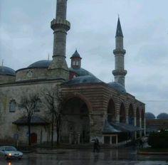 Old mosque-Great mosque-Cami-i Atik-Ulu Camii-Eski Camii-Constructive: Ottoman Prince Süleyman Çelebi-Built year: 1403&1414-Architect: Konyalı Haji Alaaddin-  (He was damaged in the fire in 1748) (Damaged in 1752 earthquake) Repair: Ottoman Sultan I. Mahmud-Repair year: 1754-Restore: Vakıflar-Restore year: 1924&1934-Edirne