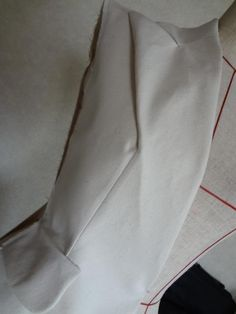 Collar finished in shoulder seam