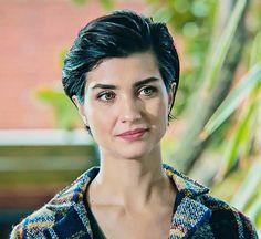 #tubabuyukustun #tubabüyüküstün #actress #hairstyle #greeneyes #beauty #suhan #turkish Turkish Beauty, Short Hair Styles, Hairstyle, Actresses, Eyes, Beautiful, Women, Sweetie Belle, Girls