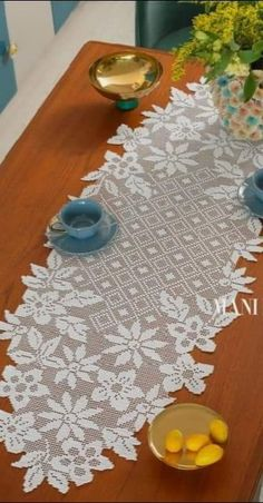 Crochet Doily Diagram, Crochet Doily Patterns, Filet Crochet, Crochet Doilies, Crochet Lace, Holiday Crochet Patterns, Crochet Carpet, Crochet Table Runner, Tablerunners