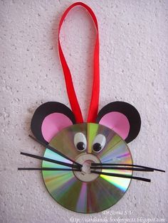 DIY-Beautiful-Mouse-Hanging-Decor-out-of-waste-old-CD+Mouse-wall-hanging-from-old-CDs.jpg (525×700)