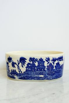 Vintage Blue Willow Planter by athenastudio on Etsy https://www.etsy.com/listing/548662089/vintage-blue-willow-planter