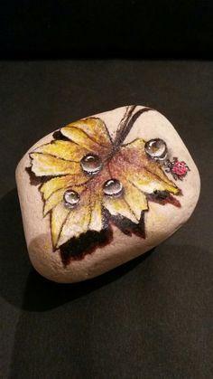 Pebble Painting, Tole Painting, Pebble Art, Stone Crafts, Rock Crafts, Rock Flowers, Rock Painting Designs, Hand Painted Rocks, Cool Paintings
