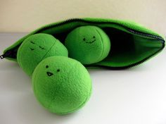*-* 3 Peas in a Zipper Pod Plush Toy Sewing Pattern by tiedyediva » Mad For Toys – the toy search engine