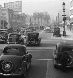 Here is a collection of impressive photos that shows street scenes of Los Angeles in the and Olive Streets, 1930 Crowds . California History, Vintage California, Southern California, Old Pictures, Old Photos, Vintage Photographs, Vintage Photos, Jamaica, Lamborghini