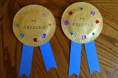 Have your kids create these HUGE award ribbons for their grandparents.Grandparents Day is coming up! Kids Crafts, Toddler Crafts, Preschool Crafts, Easy Crafts, Craft Kids, Family Crafts, Easy Mothers Day Crafts For Toddlers, Kids Sports Crafts, Infant Crafts