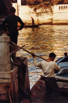 Saul Leiter: Venice, 1959 12 5/8 x 8 3/8 inches Cibachrome print; printed later
